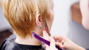 Fryzury po 50-tce cienkie włosy. Zagęszczą kosmyki i wizualnie cię odmłodzą. Prawdziwe hity! (zdjęcie ilustracyjne)