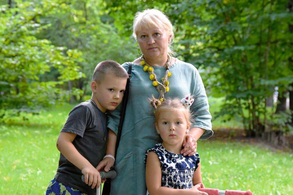 Pani Hanna uciekła z Białorusi z wnukami Nastią i Wanią, gdy aresztowano jej córkę i zięcia