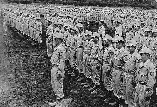 Początkowo po II wojnie światowej utworzono Narodowe Rezerwowe Siły Policyjne, które z czasem przekształcono w Siły Samoobrony