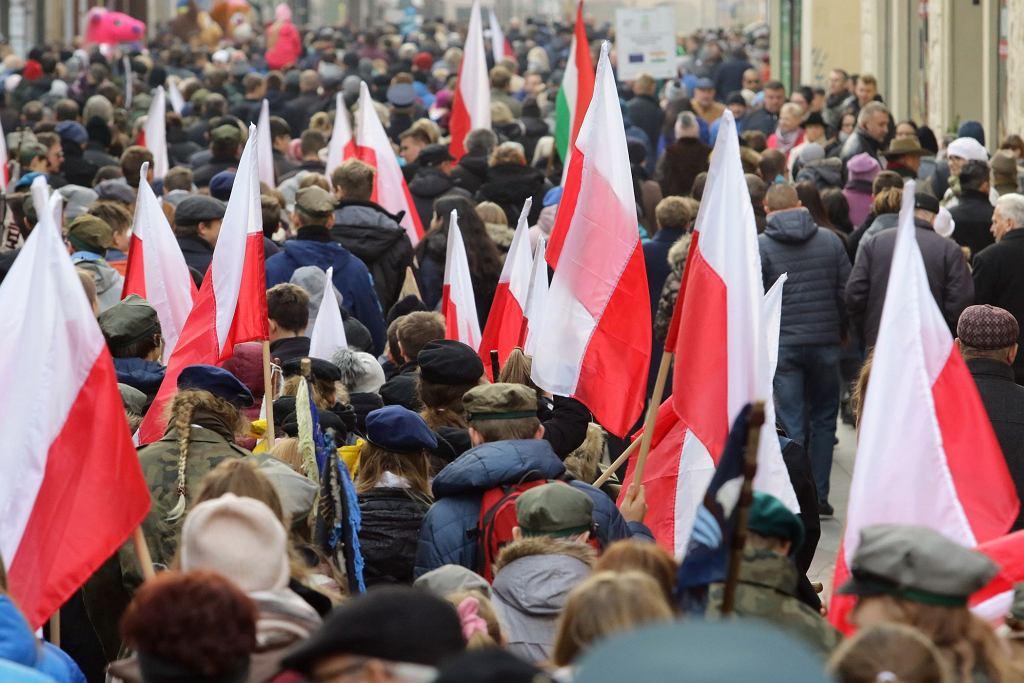Pod pomnikiem Józefa Piłsudskiego odbyła się wczoraj oficjalna miejska uroczystość Narodowego Święta Niepodległości 2019 w Toruniu. Wzięli w niej udział m.in. żołnierze polscy i amerykańscy.