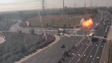 Jedna z rakiet uderzyła w autostradę.
