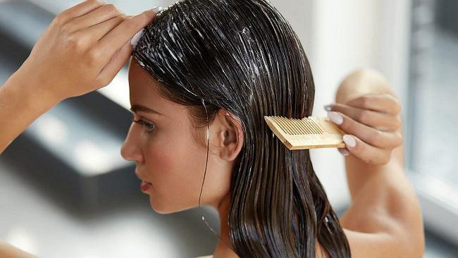 Ten domowy kosmetyk to hit kosmetyczny. Hamuje wypadnie włosów i przyspiesza ich porost