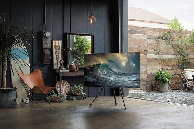 Samsung QLED TV 2018 dzięki przewodowi One Invisible Connection i modułowi One Connect współgra z każdą przestrzenią