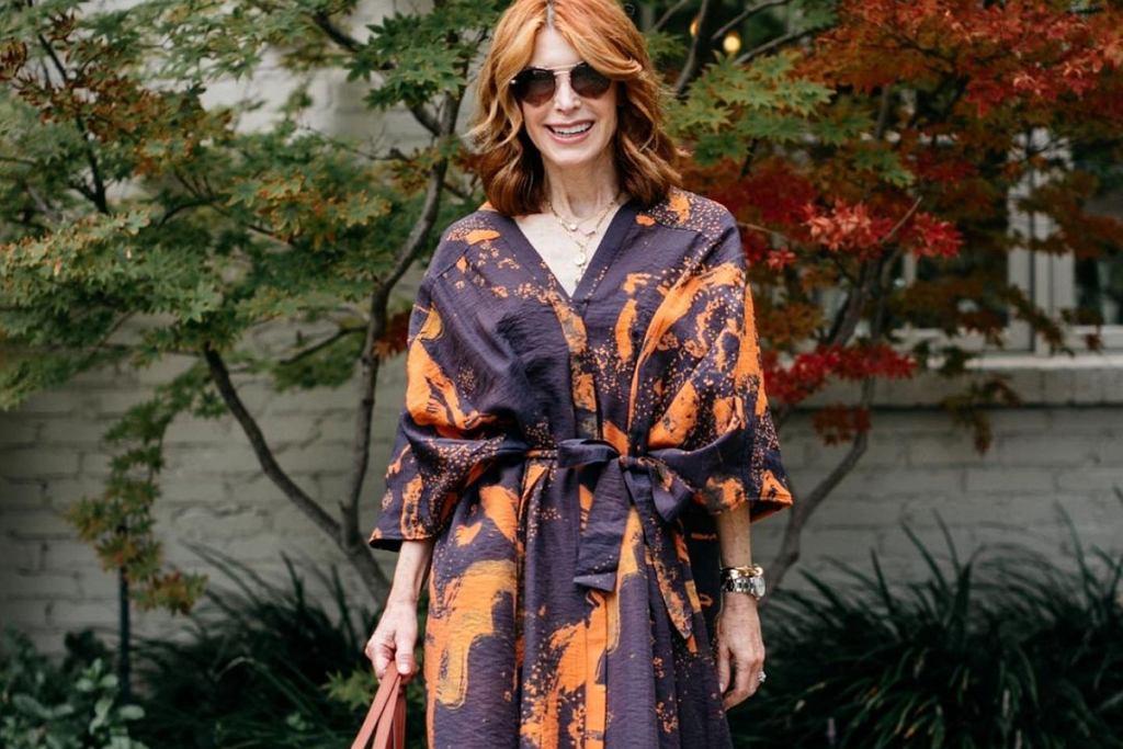 Sukienka we wzory - to przyjaciółka kobiet po 50-tce!
