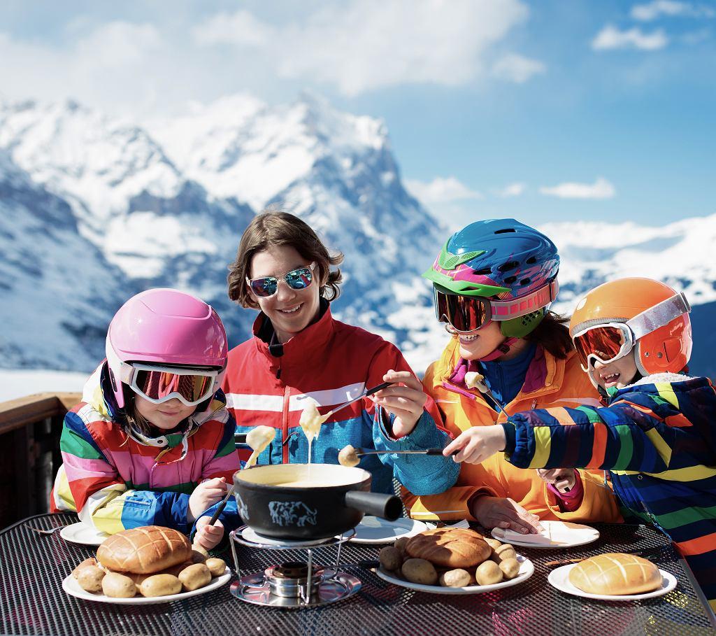 Ruch pobudza apetyt, a gdy będziecie spędzać ferie  w Szwajcarii, z pewnością nadarzy się okazja, by spróbować fondue z najlepszych serów