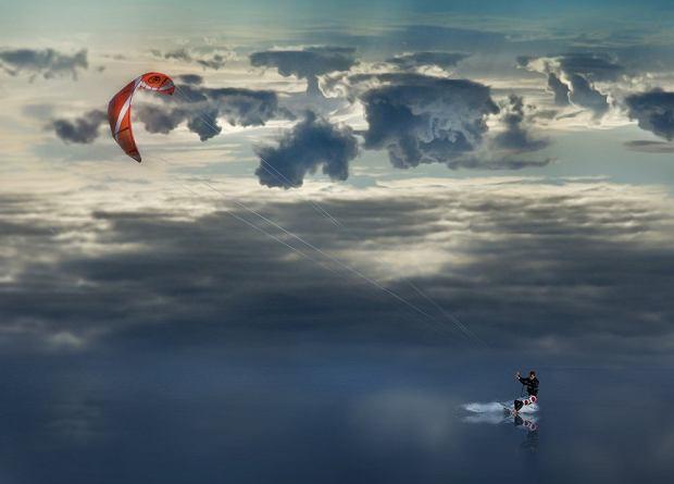Hel, Mierzeja Helska - Kitesurfing w Zatoce Puckiej / shutterstock