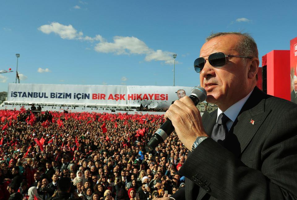 Turcja. Prezydent Recep Tayyip Erdogan podczas wiecu w Stambule, 24 marca 2019