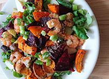Sałatka z krewetkami i pieczonymi warzywami - ugotuj