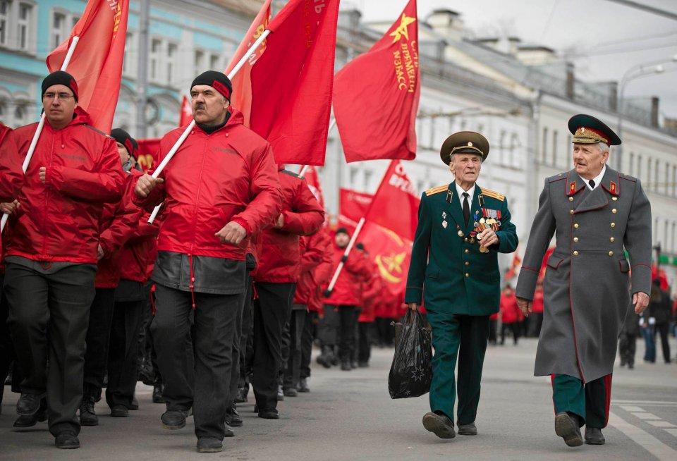Odbyła sie także demonstracja zwolenników wojny, tzw. patriotów. Głównym organizatorem był Sergiej Kurginian, politolog, który przydaje się Kremlowi przy okazji organizacji manifestacji patriotycznych. Zebrał około 5 tysięcy osób.