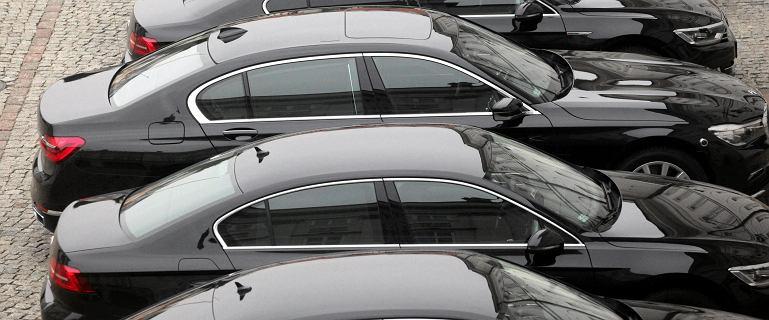 Rząd zamierza kupić i wynająć 260 nowych samochodów. M.in. auta elektryczne i hybrydy