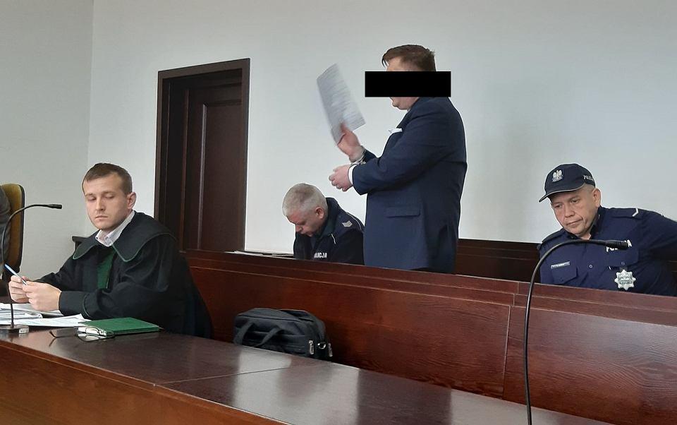 Daniel L. skazany za zabójstwo siostry i usiłowanie zabójstwa szwagra. Do zdarzenia doszło w 2017 r. w Biedrzychowicach