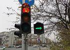Zielona strzałka w prawo jest jak znak stopu. Ignorujesz ją? Mandat to nawet 500 zł