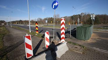 15.03.2020, Lubieszyn, zamknięte z powodu zagrożenia koronawirusem przejście graniczne z Niemcami.