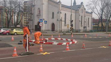 Budowa ronda z separatorów łańcuchowych w Sosnowcu