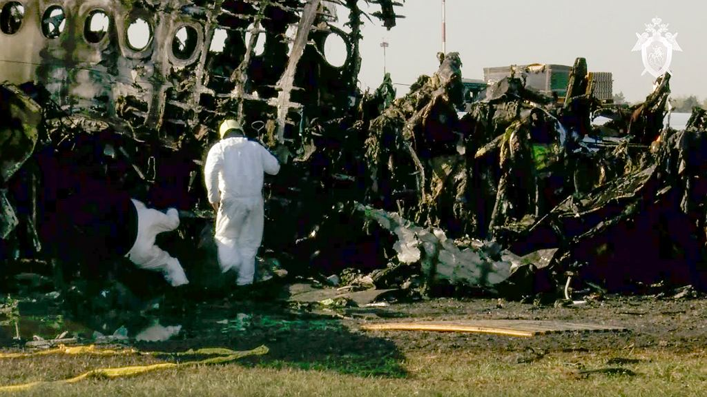 Rosja. Śledztwo ws. katastrofy SSJ-100. Eksperci zwracają uwagę na szereg błędów pilotów samolotu