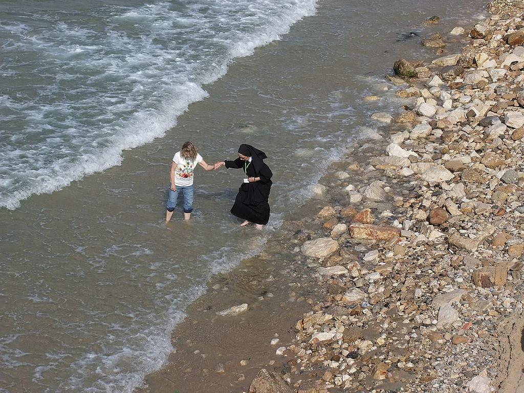 Zakonnica na plaży