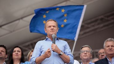 Szef Rady Europejskiej Donald Tusk podczas marszu Polska w Europie. Warszawa, 18 maja 2019