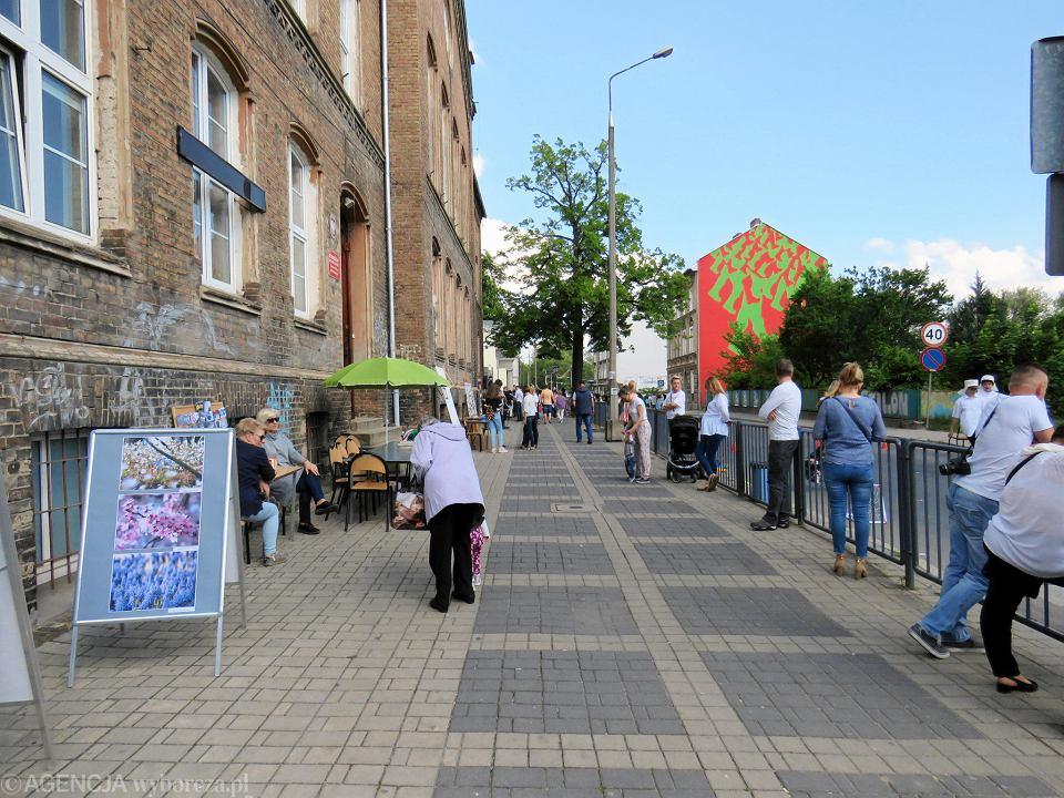 Zdjęcie numer 47 w galerii - Wielka zabawa na niezwykłej ulicy. Teatralna bawi się na całego [ZDJĘCIA]