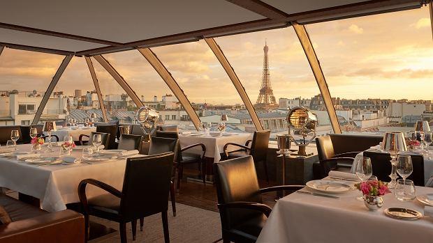 Zjawisko widok z restauracji L'Oiseau Blanc hotelu Penisula w Paryżu.