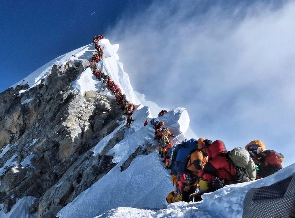 Kolejki na Mount Everest. Nepal rozważa zaostrzenie przepisów