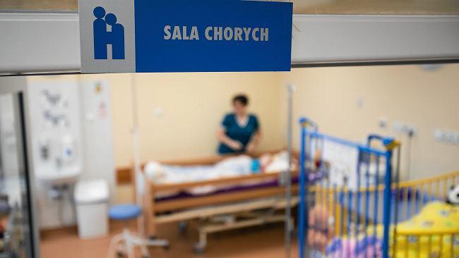 """Wirus RSV atakuje dzieci. """"Dwóch pacjentów leży w jednym łóżeczku. Sytuacja jest dramatyczna"""""""