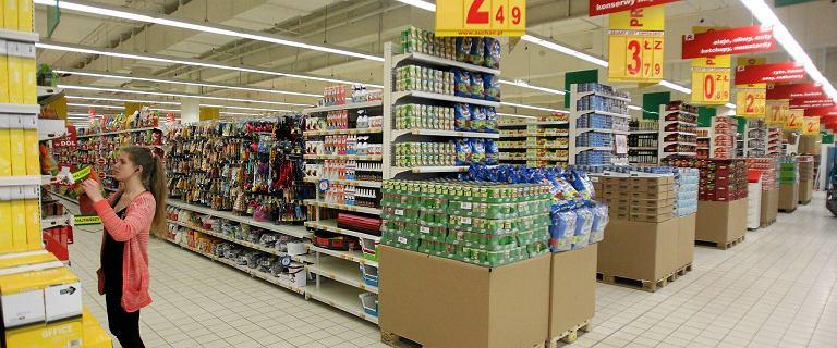 GUS podał zadziwiająco słabe dane ze sklepów. Polacy kupowali znacznie mniej jedzenia