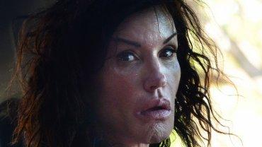 Gdy w 2013 roku świat obiegły zdjęcia Janice Dickinson bez makijażu, komentowano, że wygląd jej cery pozostawiał wiele do życzenia. Teraz paparazzi znów sfotografowali byłą modelkę sauté. I dziś wygląda znacznie lepiej. Zobaczcie, jak się zmieniła.