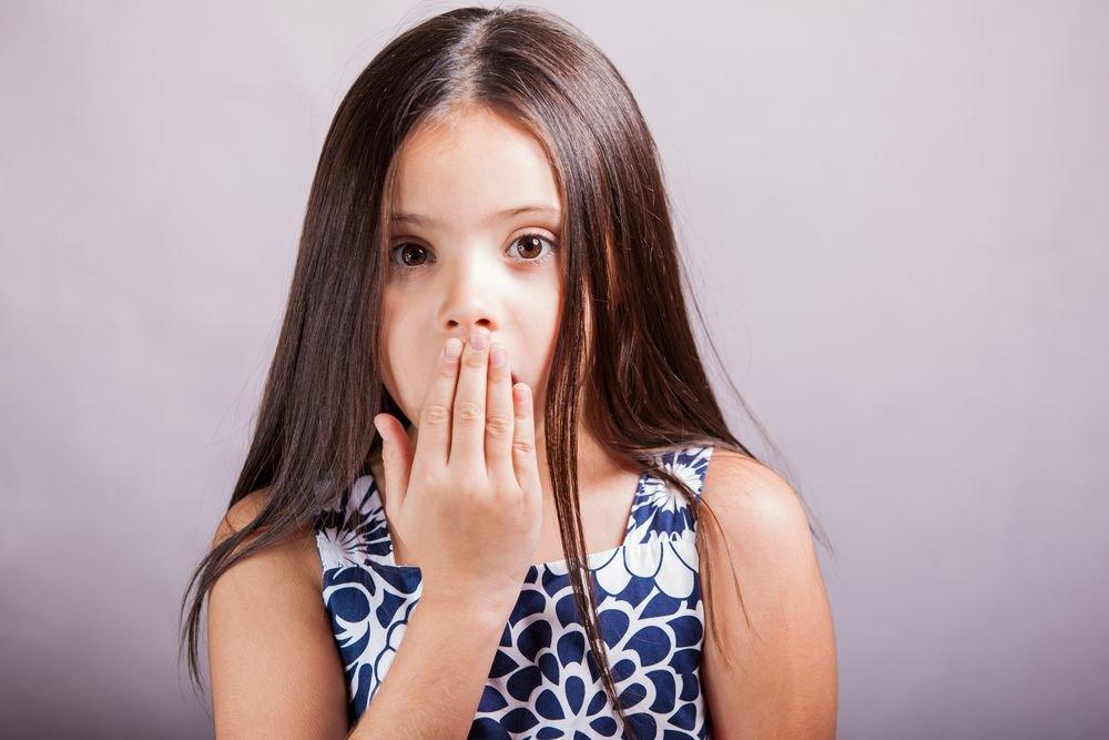 Mutyzm wybiórczy nie jest zaburzeniem mowy, lecz zaburzeniem komunikacji społecznej. Jego źródłem jest lęk, a nie problemy logopedyczny.