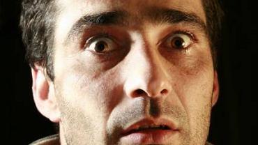 Wytrzeszcz oczu to objaw zmiany anatomicznej w oczodole, może być ona spowodowana  nowotworem lub zwykłym zakażeniem