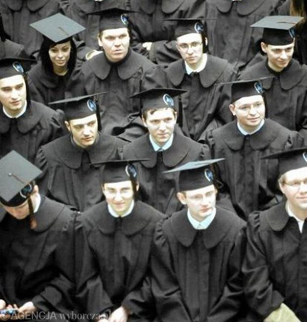 Polscy studenci chętnie korzystają z brytyjskich stypendiów