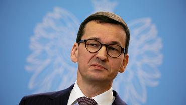 Premier rządu PiS Mateusz Morawiecki podczas konferencji po posiedzeniu rządu. Warszawa, 19 grudnia 2017