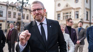 Poseł Konfederacji Grzegorz Braun wyrzucony z debaty kandydatów na prezydenta Rzeszowa