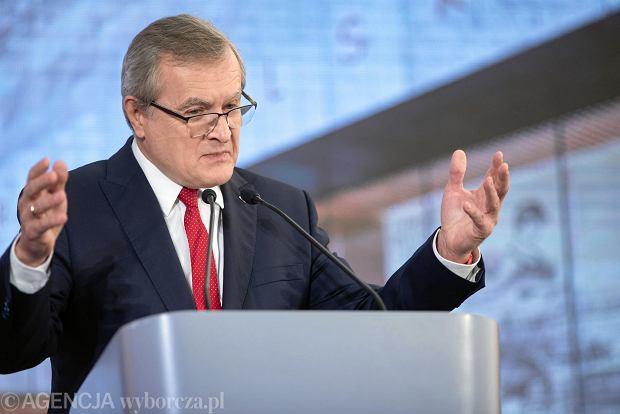 Piotr Gliński podczas uroczystości podpisania aktu erekcyjnego i wmurowania kamienia węgielnego pod budowę Muzeum Historii Polskiej