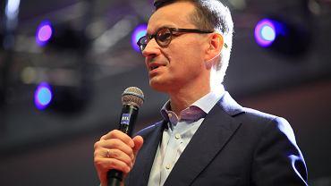 Ostrowiec. Wicedyrektor liceum obiecał uczniom piątki za spotkanie z Mateuszem Morawieckim