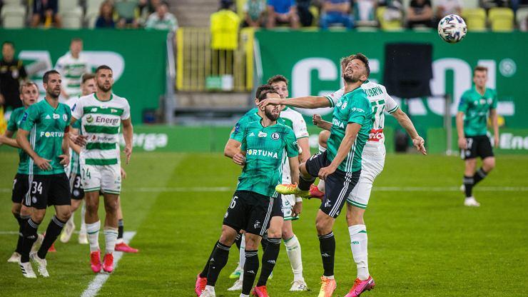 Legia Warszawa gra z Lechią Gdańsk i może awansować na pierwsze miejsce w lidze [NA ŻYWO]