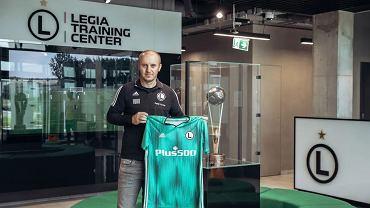 Aleksandar Vuković prezentuje koszulkę z nowym sponsorem