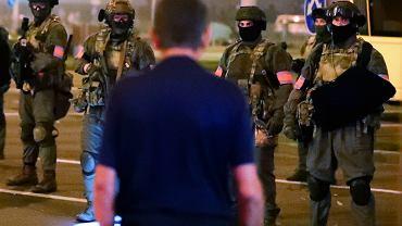 Białoruś. Ponad tysiąc zatrzymanych po kolejnej nocy protestów. MSZ apeluje do Polaków