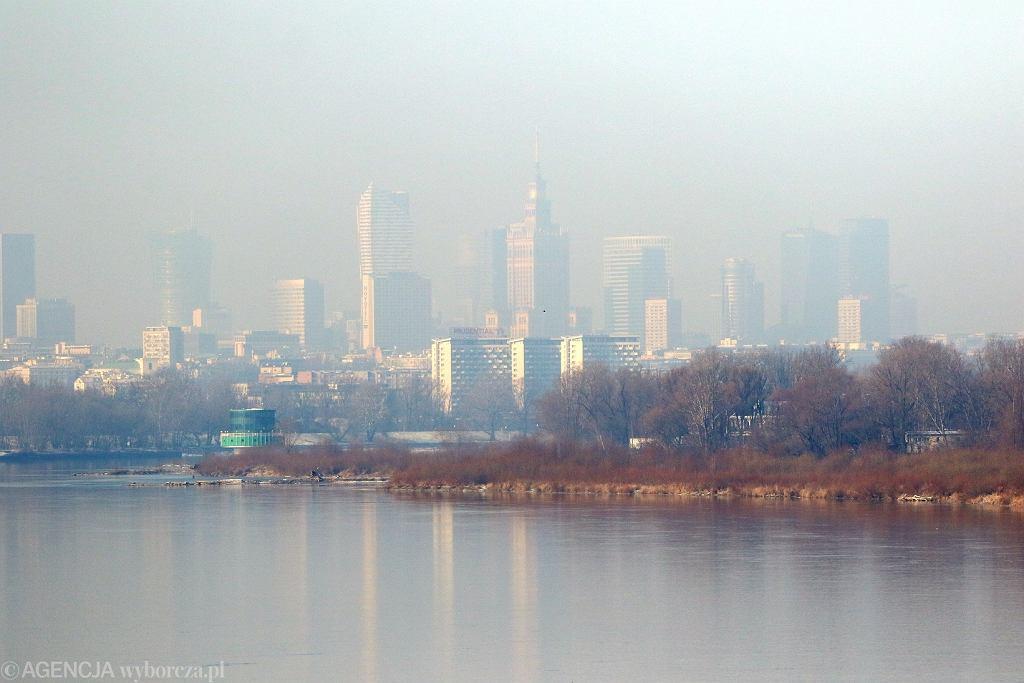 Mgła nad Polską. IMGW ostrzega przed ograniczoną widocznością