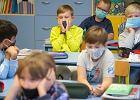 W szkole absurd goni absurd. Nauczycielka: Uczniowie izolowani podczas lekcji, w świetlicy spotykają się ze wszystkimi