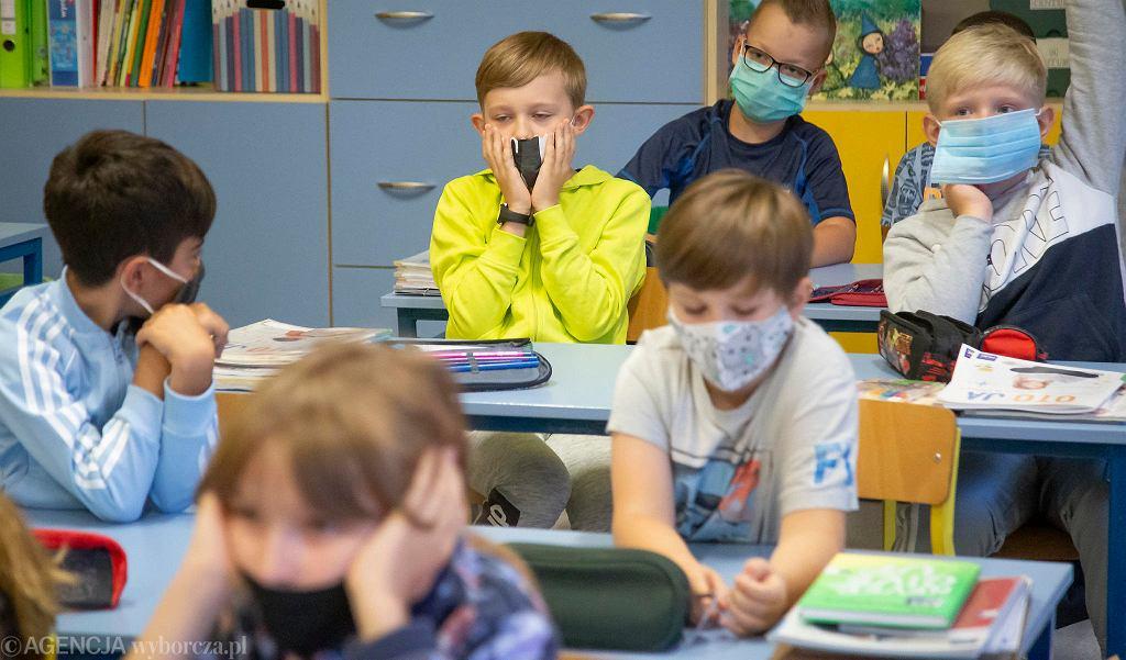 Szkoły podczas pandemii. Rok szkolny zaczynają uczniowie i nauczyciele SP nr 3 w Białymstoku