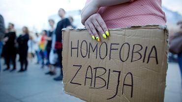 Pikieta solidarnościowa z rodzinami ofiar zamachu w Orlando