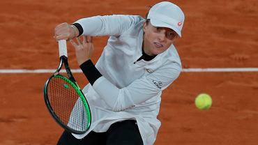 Żółty koszmar Rolanda Garrosa. Gwiazdy są wściekłe, Iga Świątek tylko się uśmiecha