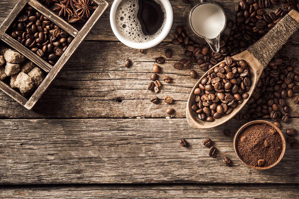 Kawa w wersji espresso, która powstała ze zmielonych ziaren.