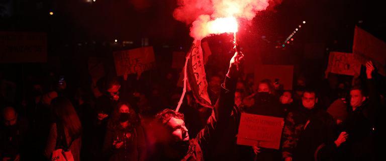 """Policja: duża rola """"tajniaków"""" w tłumieniu ataków na protestujących"""