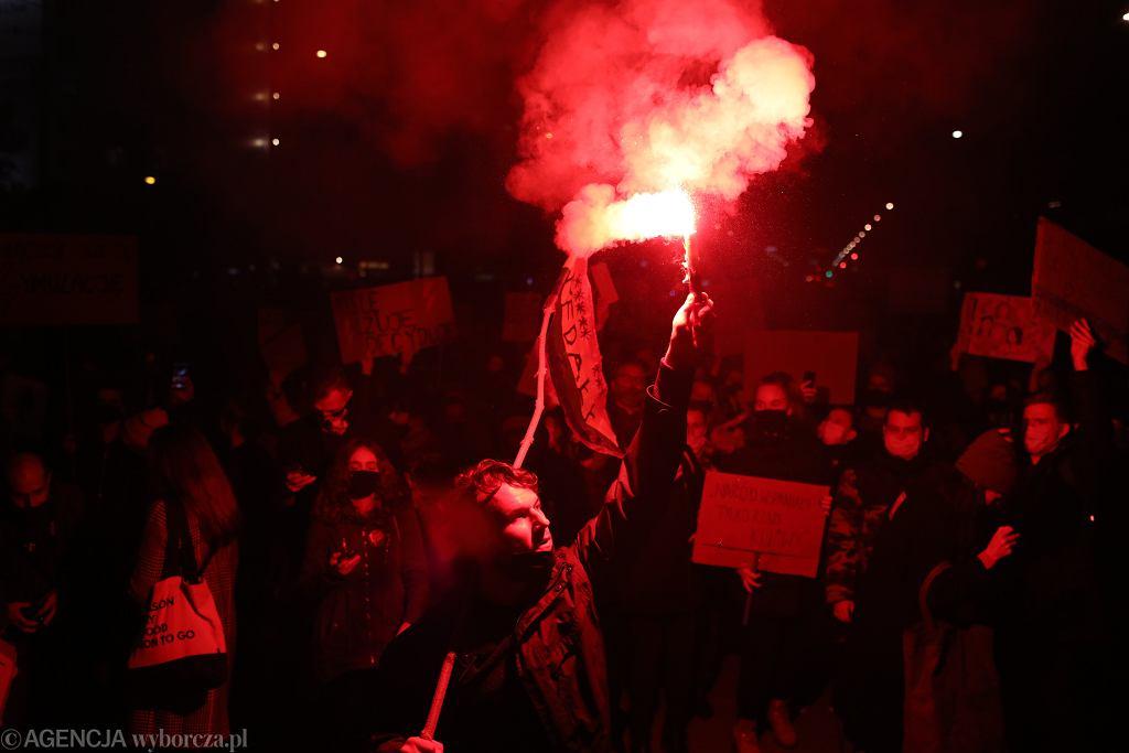 Protest Strajku Kobiet - w kilku miejscach zaatakowali pseudokibice