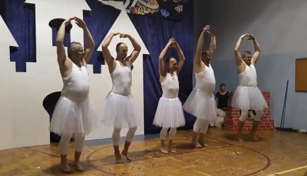 'Łabędzia grupa taneczna' podbija serca internautów.