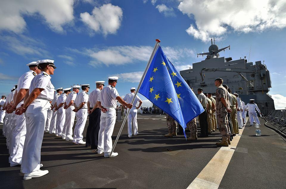 Europejskie siły morskie. Holenderski okręt we francuskiej bazie wojskowej w Dżibuti. Jednostka brała udział w militarnej operacji UE 'Atlanta', w trakcie której walczono z somalijskimi piratami