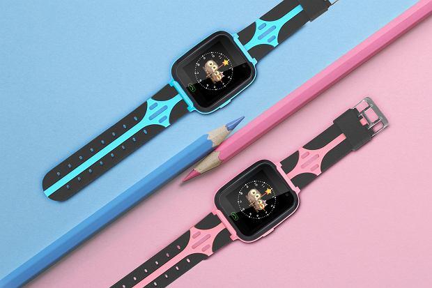 W ofercie Kruger&Matz dostępne są zegarki SmartKid w kolorze niebieskim i różowym