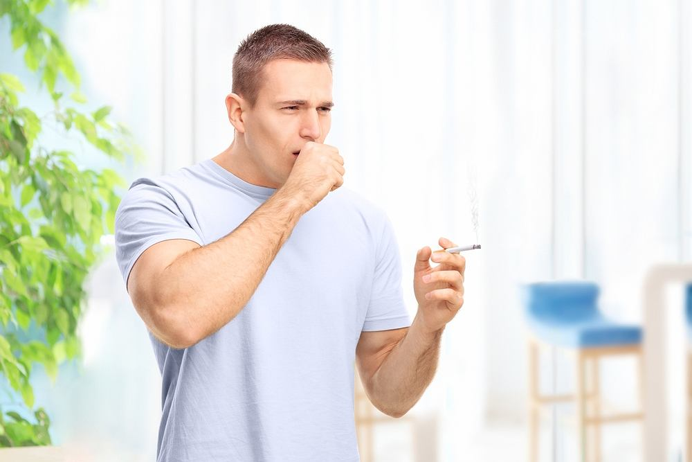 Kaszel palacza to charakterystyczny, uporczywy odruch, który pojawia się u wszystkich osób, nałogowo palących tytoń
