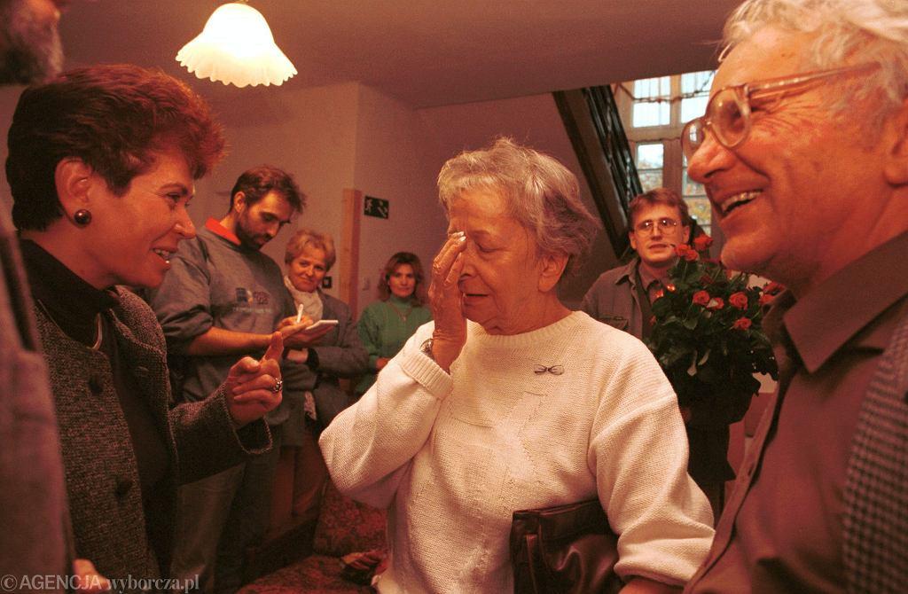 Wisława Szymborska dowiaduje się o Nagrodzie Nobla
